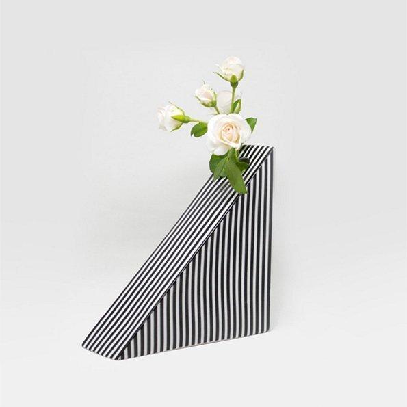 Vase Dreieck gestreift von Romina Gris