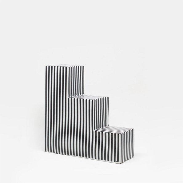 Vase Stufen gestreift von Romina Gris