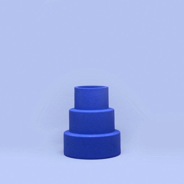 Vase Pyramide blau von Romina Gris